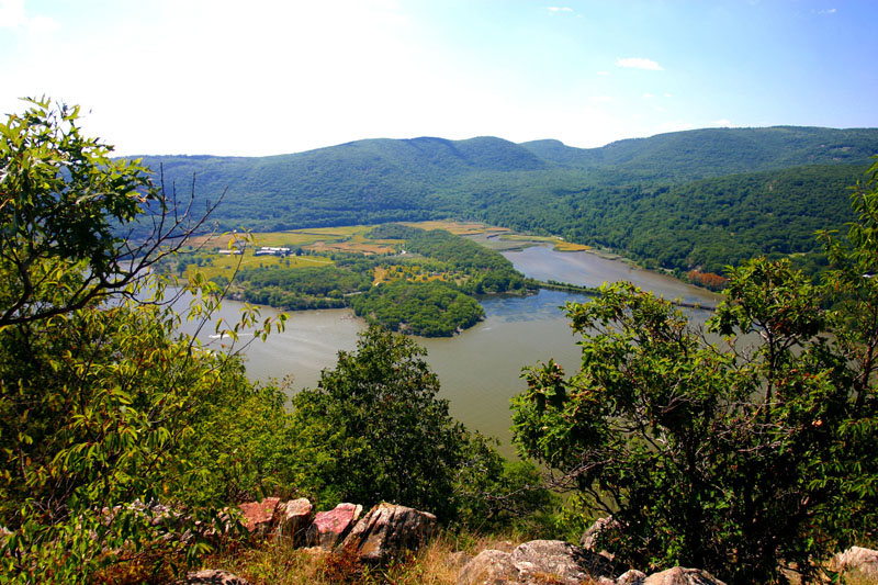 hudson-and-rockland-couty-vista-from-local-hiking-trail