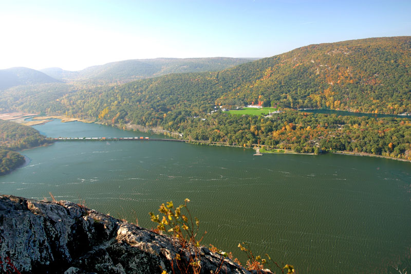 hudson-view-with-bear-mt-state-park-and-hessian-lake-in-background-from-local-hiiking-trail
