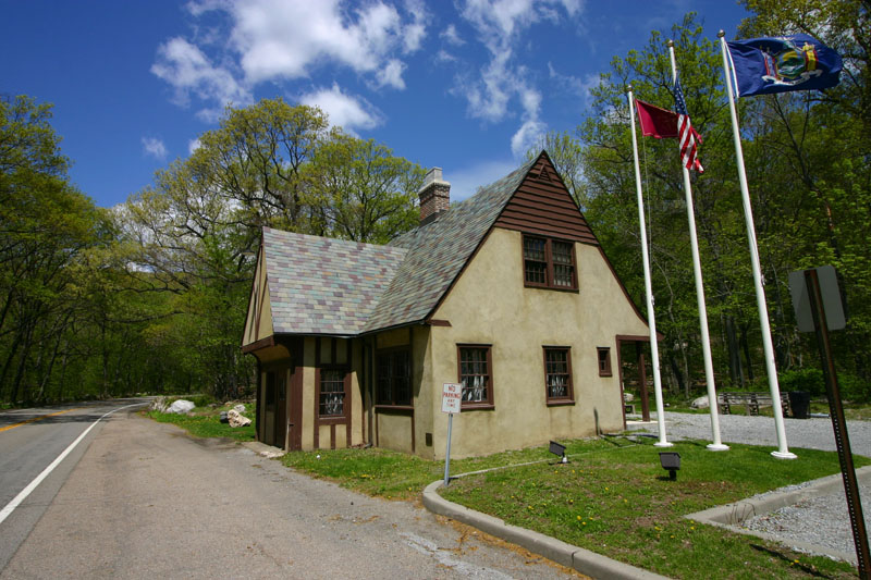 old-bear-moutain-toll-house-visitors-center