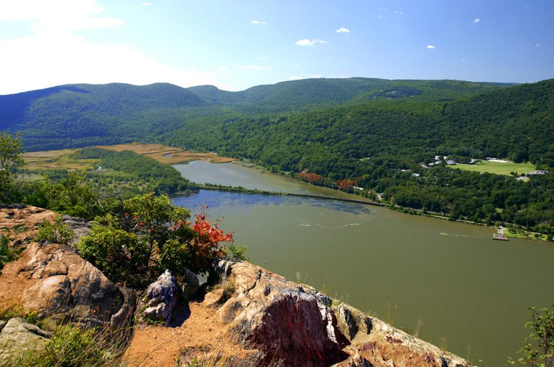 hudson-river-valley-from-anthonys-nose