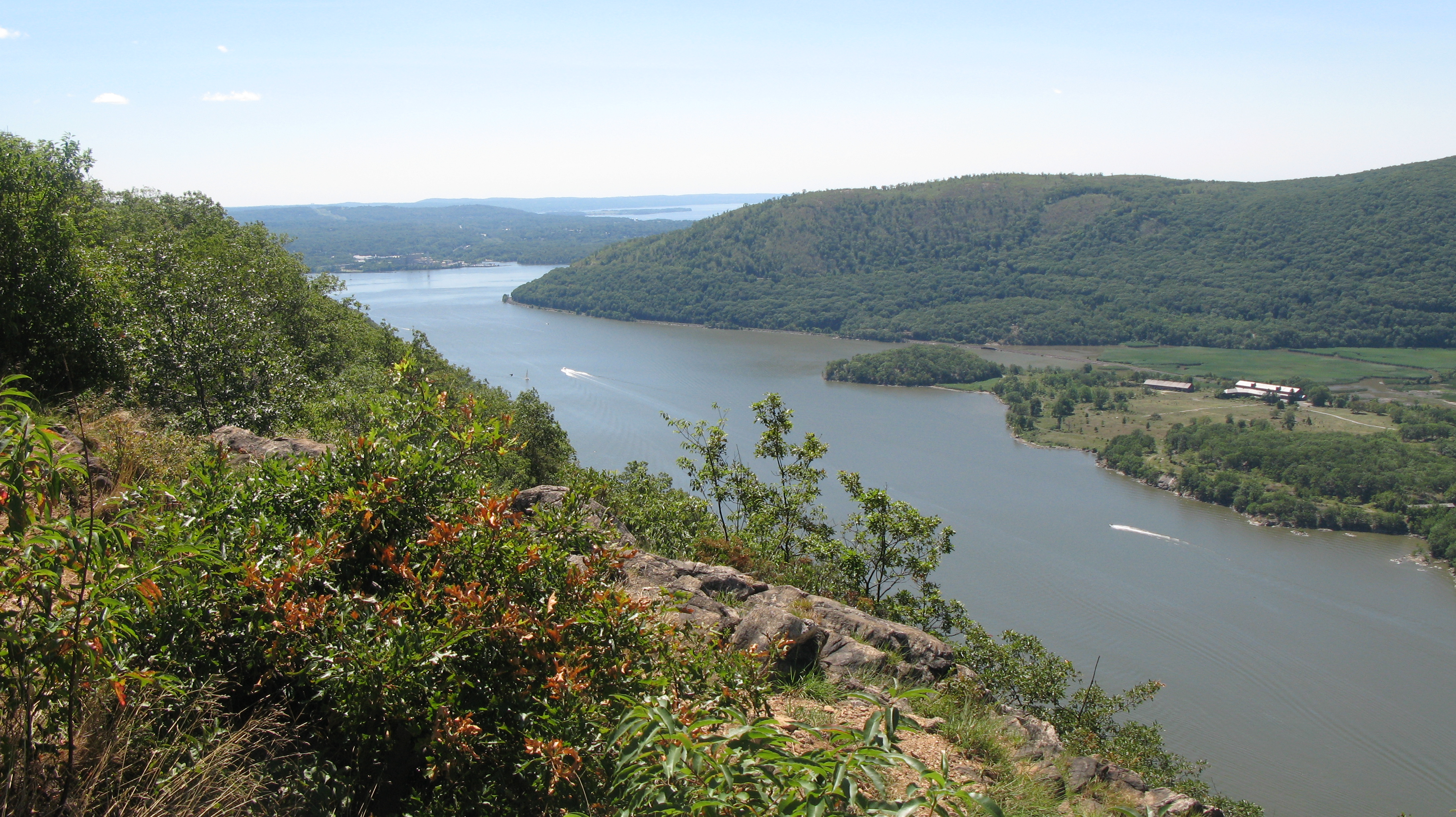 anthonys-nose-view-with-verplanck-and-croton-pt-park-in-distant-background