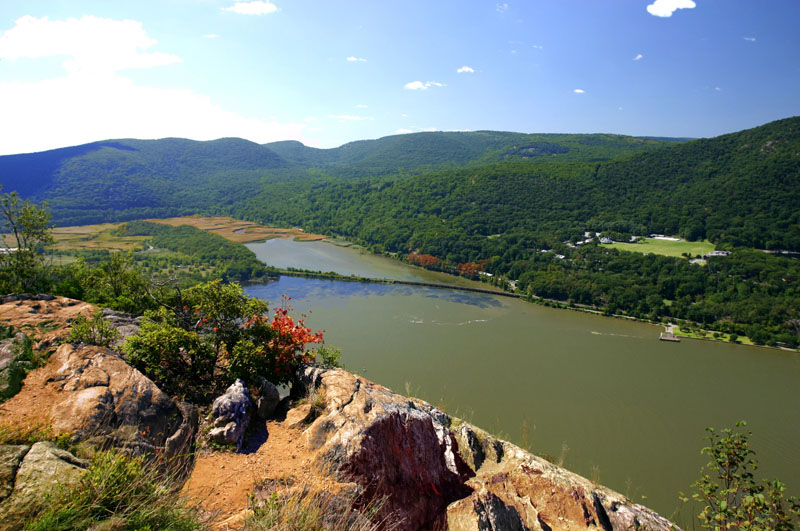 hudson-river-valley-from-anthonys-nose_0