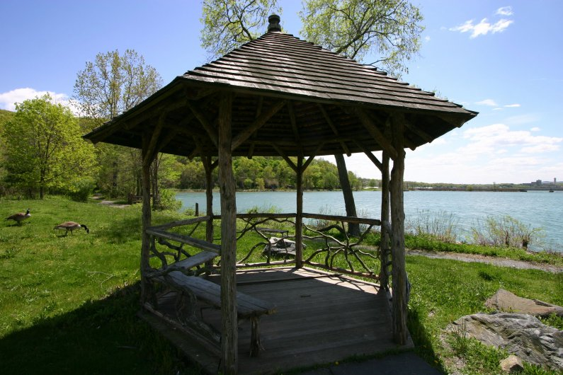 riverfront-gazebo-at-annsville-at-kayak-center