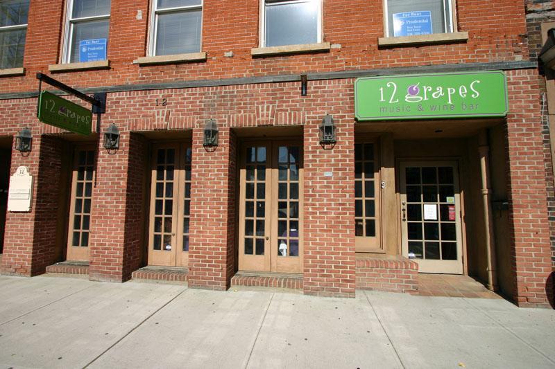 12-grapes-restaurant