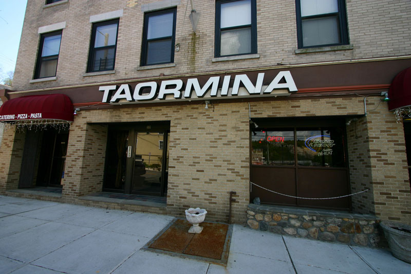 taorminas-restaurant-in-the-waterfront-area