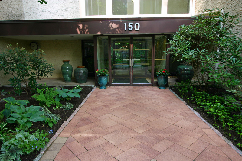 150-building-paver-wlkway-and-enterance