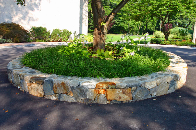 fieldstone-circle-at-entrance-to-150-building