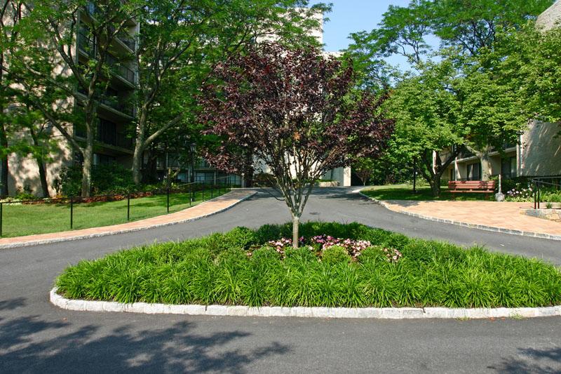 front-triangle-garden
