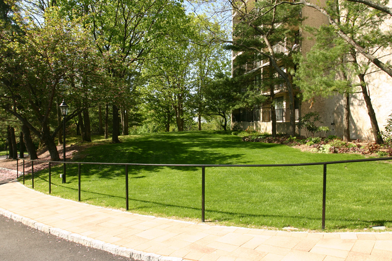 river-house-front-lawn-of-150-building