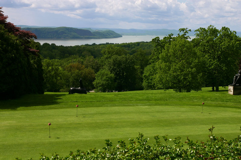 golf-course-and-hudson-views-of-kykuit
