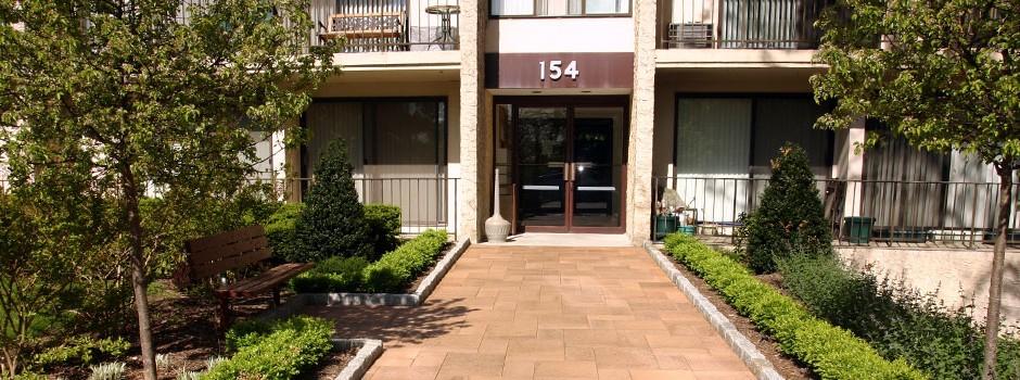 154_building_entrance_landscaping
